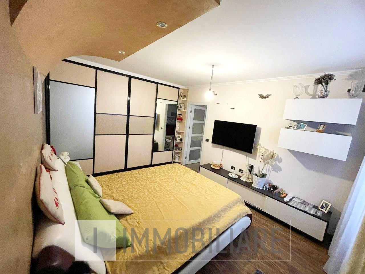 Apartament cu 1 cameră+living, sect. Centru, str. Mihai Viteazul.
