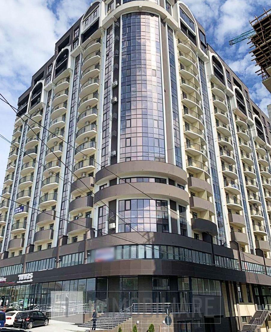 Apartament cu 3 camere, sect. Rîșcani, bd. Renașterii Naționale.