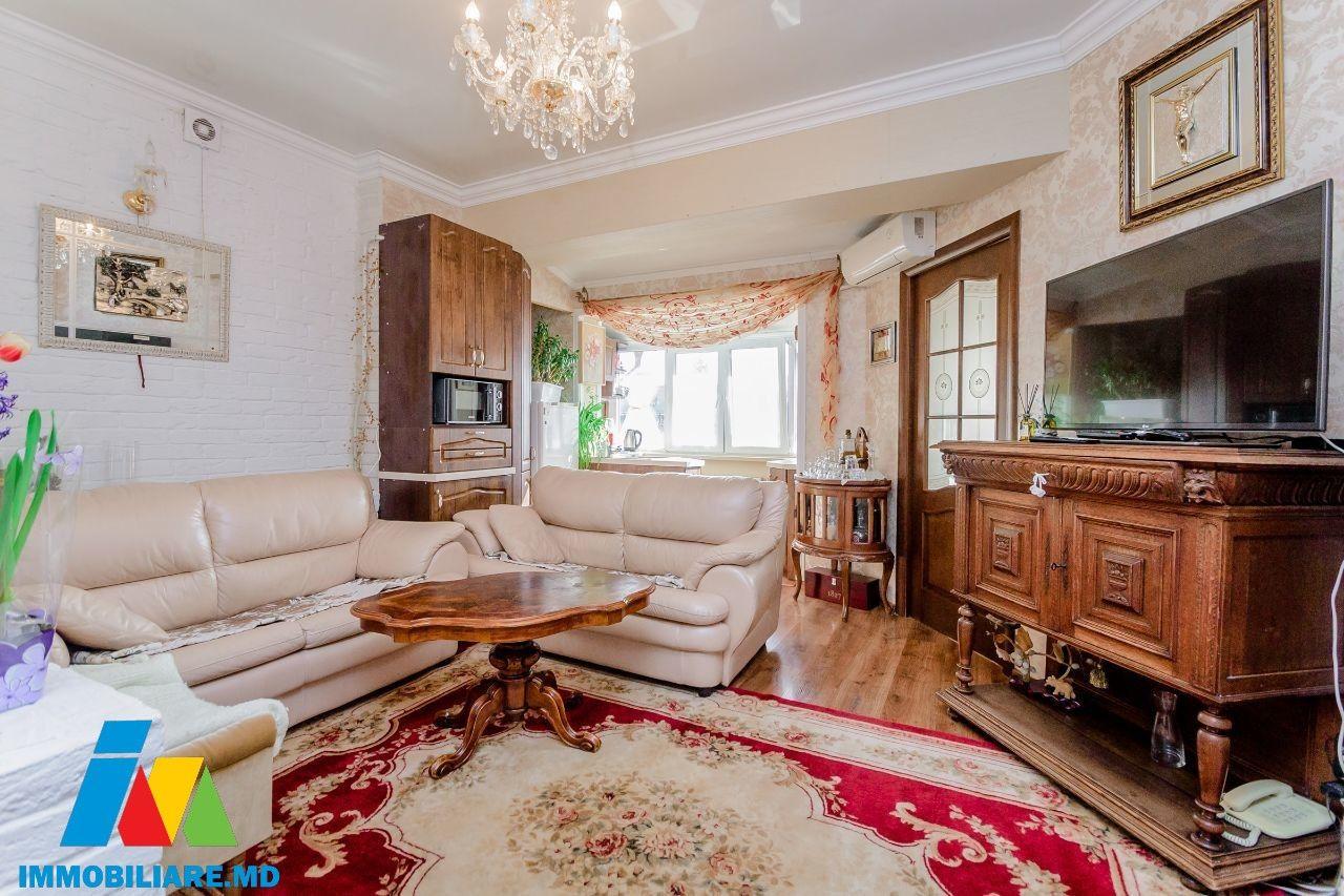 Apartament cu 3 camere + living, str. Constantin Vârnav.