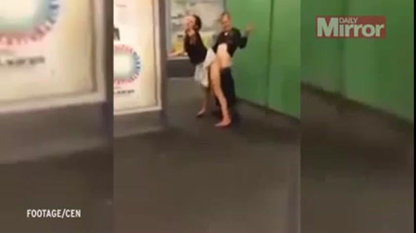 В берлине пара в метро занялась сексом смотреть онлайн