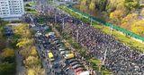 Протесты в Беларуси: силовики задерживают протестующих, слышны взрывы