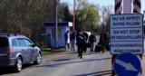 Возвращающиеся молдаване переходят румынскую границу пешком
