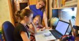Около 40% школ страны работают исключительно онлайн из-за карантина
