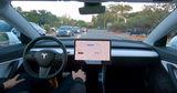 Владелец Tesla дистанционно запер угонщика в электрокаре