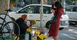 Бедность заставляет пенсионеров Молдовы продавать все, что есть в доме