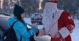 Мэр российского города бесплатно подвозил жителей и дарил им подарки