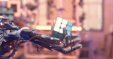 Роботизированная рука собрала кубик Рубика без обучения