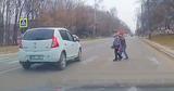 В Кишиневе водитель едва не сбил детей на пешеходном переходе