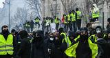 """""""Желтые жилеты"""" в Париже набросились на полицию"""