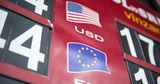 """Доллар и евро пошли в """"наступление"""", молдавский лей сдает позиции"""