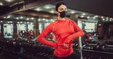 Врач советует не снимать маску во время занятий в фитнес-клубах