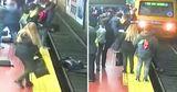 Падение женщины на пути в метро в Аргентине попало на видео