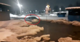 Автомобиль москвича утонул в луже из талого снега