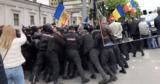 В столице произошли столкновения протестующих с полицией