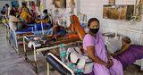 Суд в Индии обвинил власти в геноциде населения из-за погибших от COVID