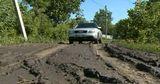 Дорога в селе рядом с Кишиневом после дождей превращается в болото
