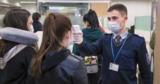 Прибывающие из Италии молдаване заполняют эпидемиологические анкеты