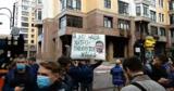 Участники акции против политики Зеленского пришли под окна его дома