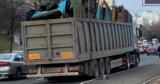 По отремонтированной улице в Кишиневе ездят многотоннажные грузовики