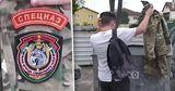 В Сети появляются видео, как белорусы выбрасывают в урны форму спецназа