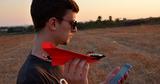 Бумажный самолетик с двигателями собрал более $1 млн на Kickstarter