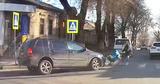 В центре Кишинева автомобиль наехал на женщину с коляской