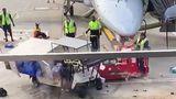 В аэропорту усмирили взбунтовавшийся электромобиль с помощью погрузчика