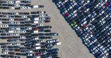 Невостребованные автомобили Toyota свозят на стадионы