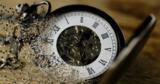 Психологи объяснили причину чувства быстротечности жизни после 30 лет