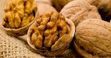 В Молдове затягивается уборка грецкого ореха