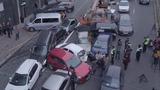 В центре Киева автокран протаранил сразу 17 автомобилей