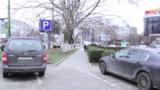 На Ботанике тротуар официально превратили в парковку