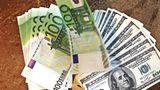 Dolarul american își menține cursul de ieri, iar euro creste