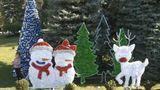 Большинство торговых центров столицы уже установили новогодние елки