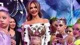 Алина Кабаева вышла в свет в платье с гербом России