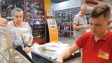 Кассир супермаркета отказался отвечать пенсионерке на русском языке