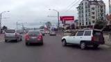 В Кишиневе автомобиль с открытым багажником устроил аварию