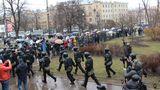 """Разгон акции """"Надоел"""" в Петербурге: до 120 задержанных"""