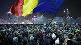 В Румынии десятки тысяч людей протестовали почти всю ночь