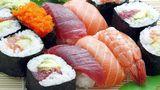 Любитель суши в Калифорнии вытащил из себя полутораметрового червя