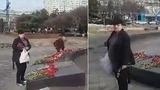В Кишиневе женщины воровали цветы у памятника воинам-афганцам