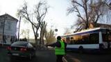 O mașină a Ambasadei Rusiei, la un pas să lovească un pieton
