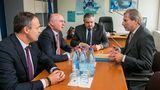Павел Филип и Йоханнес Хан обсудили ситуацию с выборами мэра