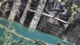 Экстремал прокатился на вейкборде по мертвому озеру в Казахстане