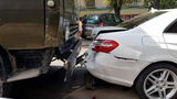 Accident de lux în Capitală: Cum arată un Mercedes lovit de KamAZ