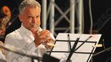 Плахотнюк сыграл на трубе и спел перед кишинёвцами