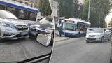 В столице произошло ДТП с участием троллейбуса и двух машин