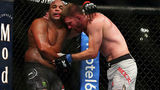 Лучший боец UFC прокомментировал потерю титула