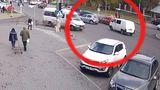 Un taxi si un automobil de model Volvo s-au ciocnit violent