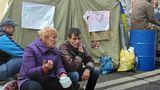 В Киеве митингующие у Рады разделились на два лагеря